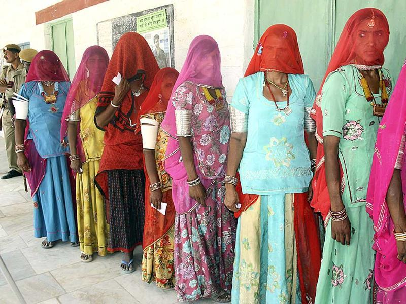 Voters queue for re-polling at Bankasar polling booth in Barmer, Rajasthan. (HT photo)