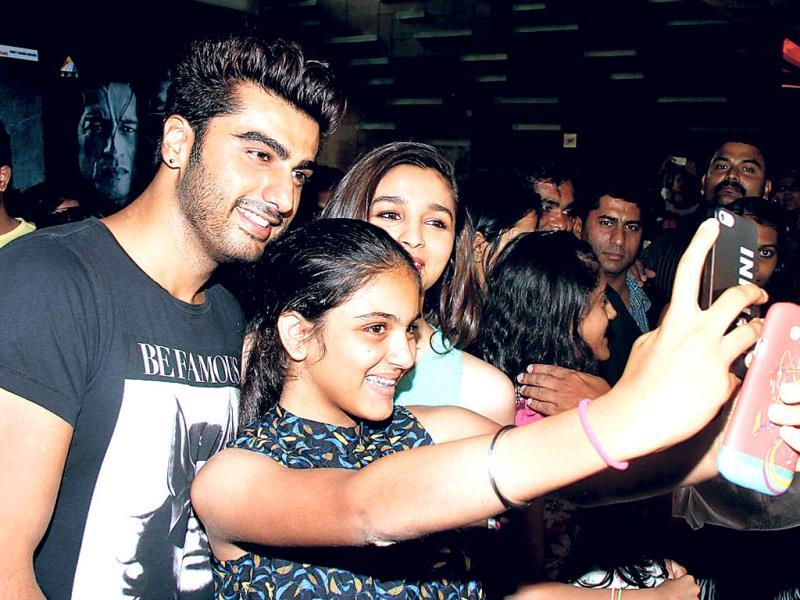 Arjun Kapoor and Alia Bhatt were spotted in Mumbai, mingling and interacting with fans, even letting people take selfies with them.
