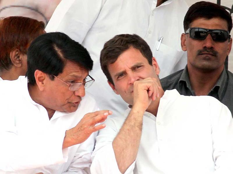 Congress vice president Rahul Gandhi with RLD's Ajit Singh during a rally for Lok Sabha election, in Mathura. (Ant Ram/HT photo)