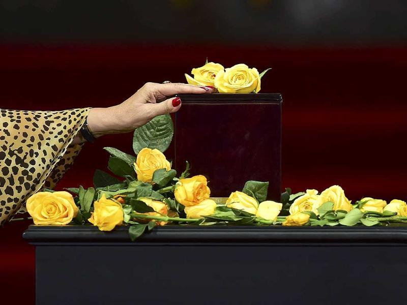 A woman touches the urn containing his ashes of Colombian novelist Gabriel Garcia Marquez, during a tribute paid to him at the Fine Arts Palace in Mexico City. (AFP photo)