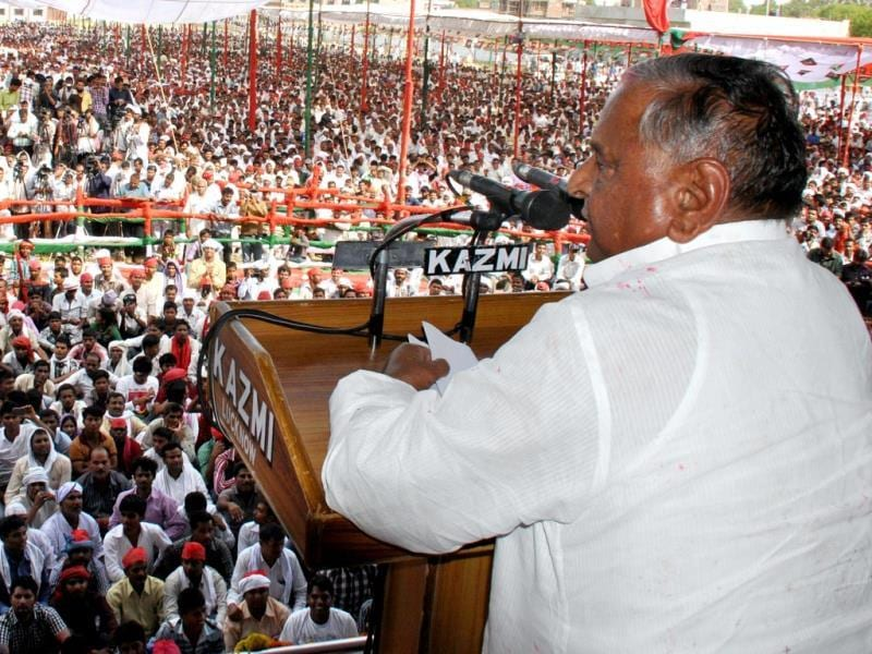Samajwadi Party chief Mulayam Singh Yadav addresses after filing his nomination from Azamgarh. He is contesting from Mainpuri as well. HT Photo