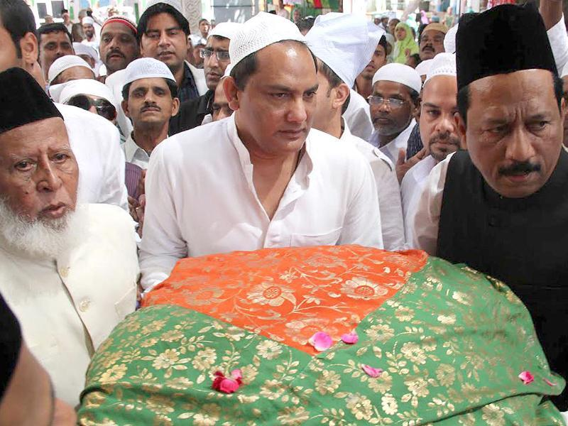 Mohammed Azharuddin, Congress candidate from Tonk-Sawai Madhopur, arrives at Sufi saint Khwaja Moinuddin chisty's shrine to offer prayers, in Ajmer. (HT photo/Deepak Sharma)