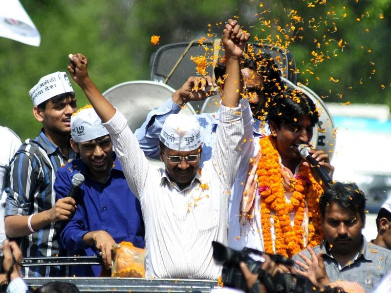 Kejriwal campaigned for Kumar Vishwas in Congress turf Amethi. Rahul Gandhi is the sitting MP and had won the Amethi seat in 2004 too. (HT photo/Deepak Gupta)