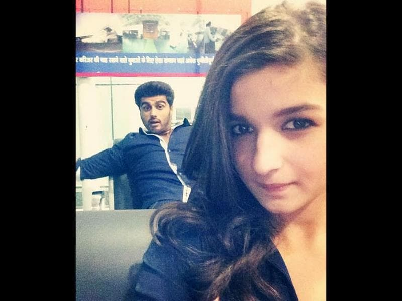 Alia Bhatt clicks an interesting selfie with Arjun Kapoor.
