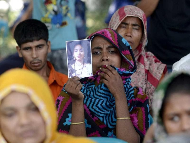 A Bangladeshi relative of a victim of the Rana Plaza building collapse during the first anniversary of the disaster at the site where the building once stood in Savar on the outskirts of Dhaka. (AFP photo)