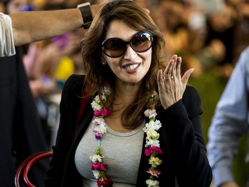 Madhuri Dixit blows a kiss to fans after arriving at Tampa International Airport for the 15th IIFA awards. (AP Photo)