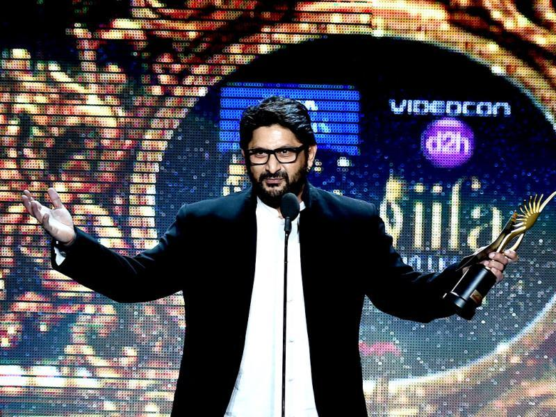 Bollywood actor Arshad Warsi receives the award for Best Performance in a Comic Role during the fourth and final day of the 15th International Indian Film Academy (IIFA) Awards at the Raymond James Stadium in Tampa, Florida, April 26, 2014. (AFP)