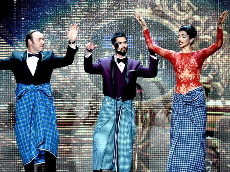 Kevin Spacey's lungi dance with Deepika and Shahid. (AFP)