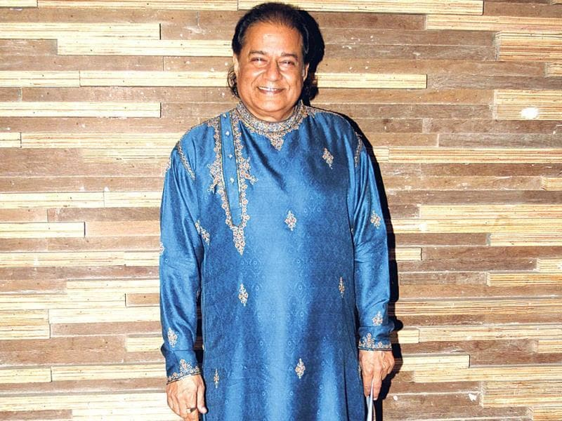 Anup Jalota poses for shutterbugs.