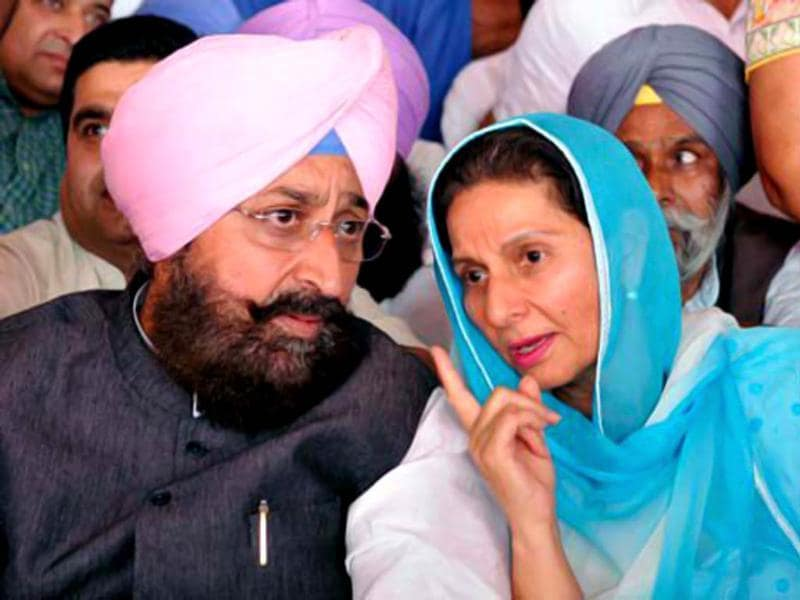 PPCC president Partap Singh Bajwa (L) with during a meeting of the Congress workers in Patiala. (HT photo/Bharat Bhushan)