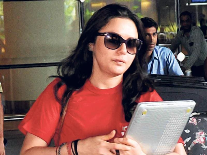Actor Preity Zinta, who is busy with the IPL, was seen returning to the city after the overseas leg of the tournament. (HT PHOTO)