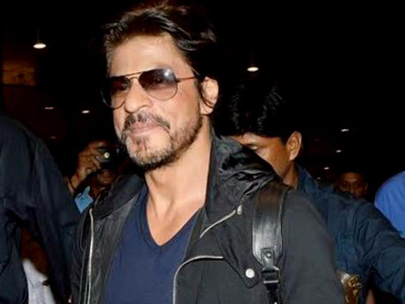 SRK spotted at Mumbai airport. (HT PHOTO)