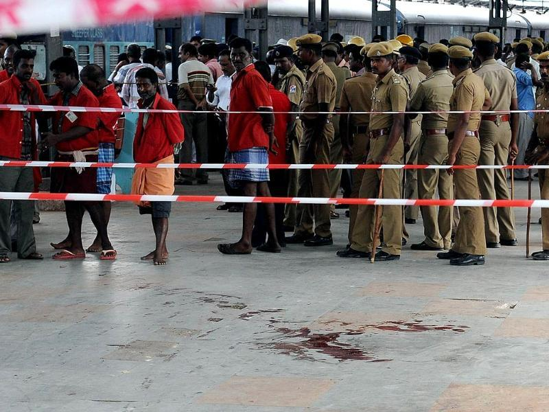 Police and porters stand near the site of a bomb attack at a train station in Chennai. (AFP photo)