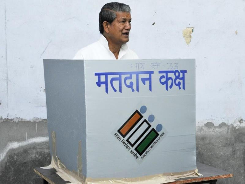 Uttarakhand Chief Minister Harish Rawat casting his vote at polling centre in Dehradun. (HT photo/Rishi Ballabh)