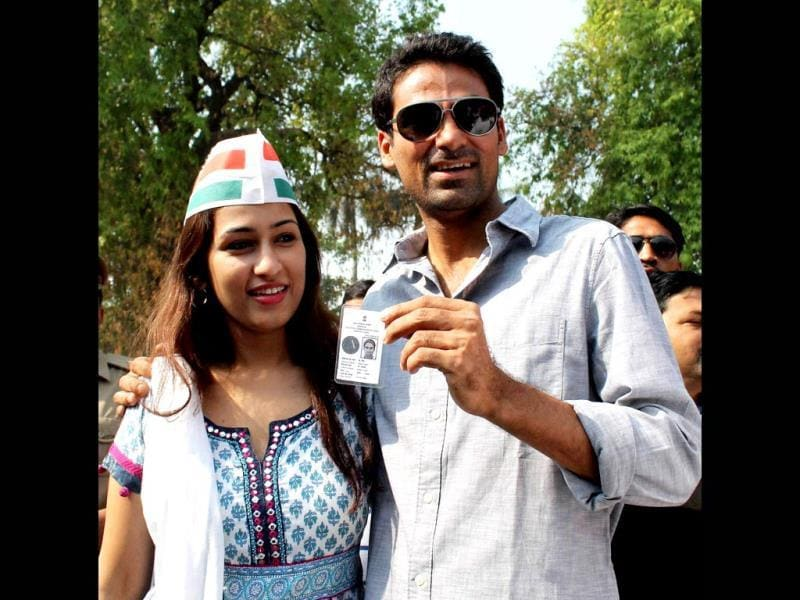 Congress candidate Mohd Kaif for Phulpur seat with his wife Pooja Yadav after casting vote. (PTI photo)