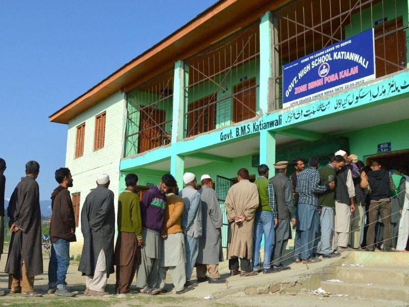People in a long queue to cast their votes during the 8th phase of Lok Sabha elections at Katianwali in Baramulla. (PTI photo)