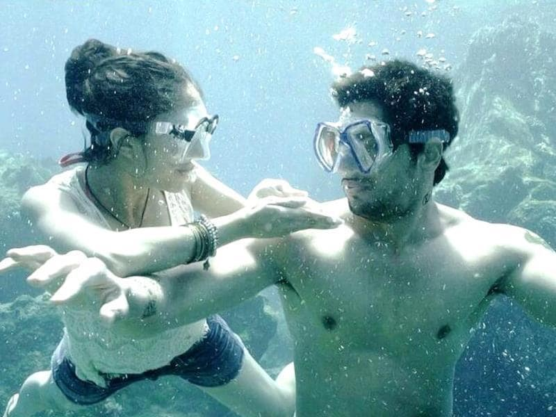 Sidharth Malhotra and Shraddha Kapoor remained underwater for almost 7 hrs to shoot for Galliyan from Ek Villain.