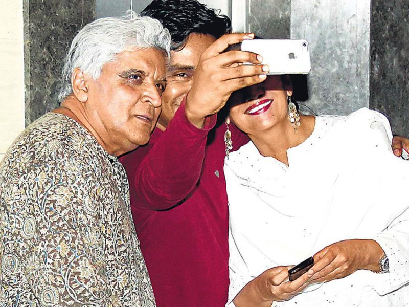 The craze for clicking selfies is fast gaining popularity among our desi celebs. Writer Mushtaq Shiekh was seen snapping a selfie with Javed Akhtar and Shabana Azmi.
