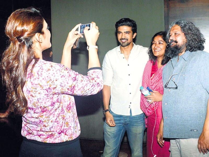 At a recent movie screening, quite a few stars were either taking selfies or clicking pictures of their friends on their phones. Huma Qureshi did it. (From left) Huma Qureshi, Saqib Saleem, Deepa Bhatia and Amol Gupte.