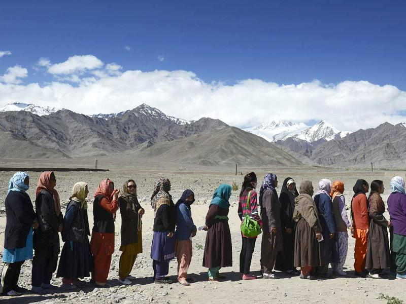 People line up to vote outside a small rural school in Shushot Yongma, a small enclave on the Indus river valley near the northern city of Leh, against the backdrop of the Ladakh mountain range. (AFP Photo)