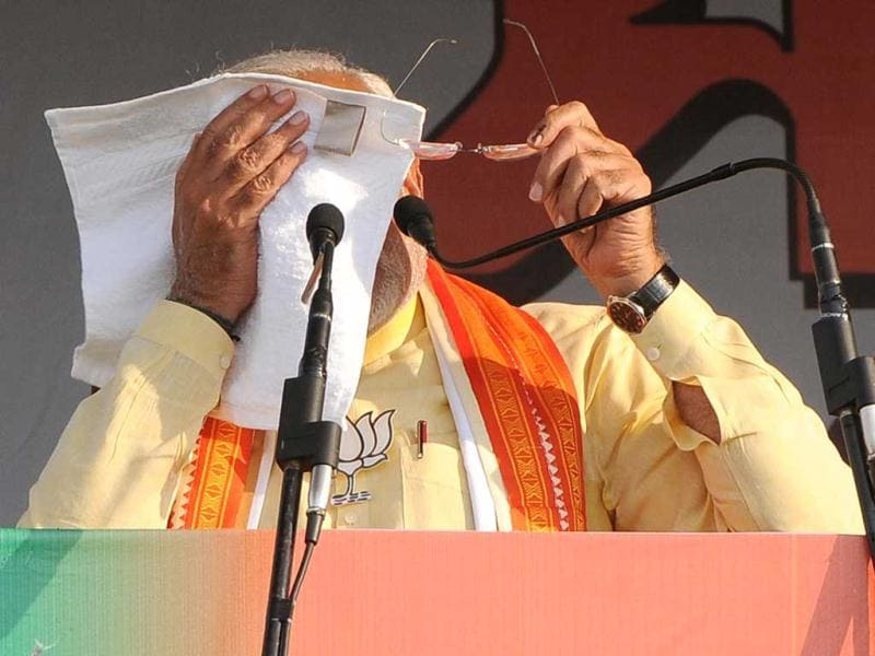 Narendra Modi address a public rally at Sakti Mandir Ground, Krishnanagar, Nadia, West Bengal. (Ashok Nath Dey/HT Photo)