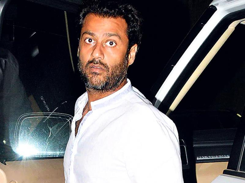 Abhishek Kapoor: we now know what the director wears at home on Sundays. Unfortunately, what we don't know is why he would turn up in that at a film screening. (HT PHOTO)