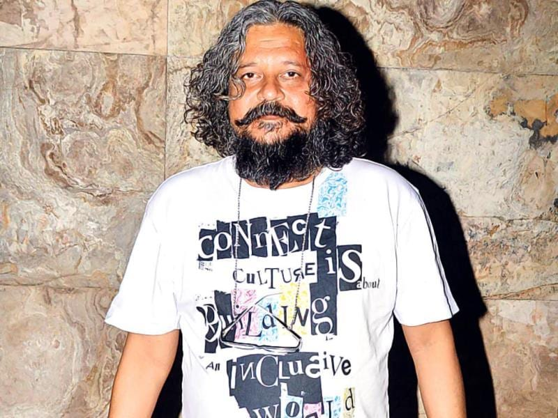 Amole Gupte: any kid will tell you that the film-maker's attire is similar to what they wear while playing football on holidays. The only thing Amole is playing here is host at his own film's screening, and that's the last thing he should be spotted in. (HT PHOTO)