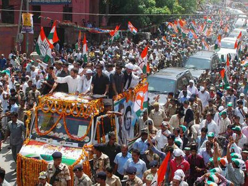 Congress vice-president Rahul Gandhi leads a roadshow in Varanasi. (HT photo)