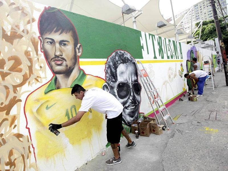 Graffiti artist Tot works on a mural depicting Brazilian player Neymar in celebration of the 2014 World Cup, in Rio de Janeiro. The mural will be a part of a contest organised by Rio de Janeiro's city hall. (Reuters Photo)