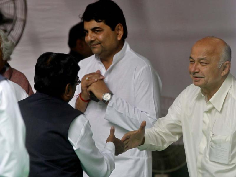 Congress candidate RPN Singh with Sushil Kumar Shinde at AICC HQ in New Delhi. (Photo by Sanjeev Verma/Hindustan Times)