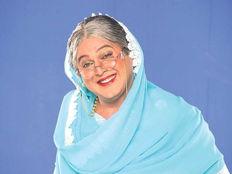 Comedy Nights With Kapil: Last week we saw Ali Asgar's entertaining portrayal as Dadi. The phrase itu sa that Dadi frequently uses has really caught on, and her flamboyant kisses are also looked forward to by most guests. But mostly, it's the energy Ali brings to the show that's commendable. Not once does he let the character slip. (HT PHOTO)