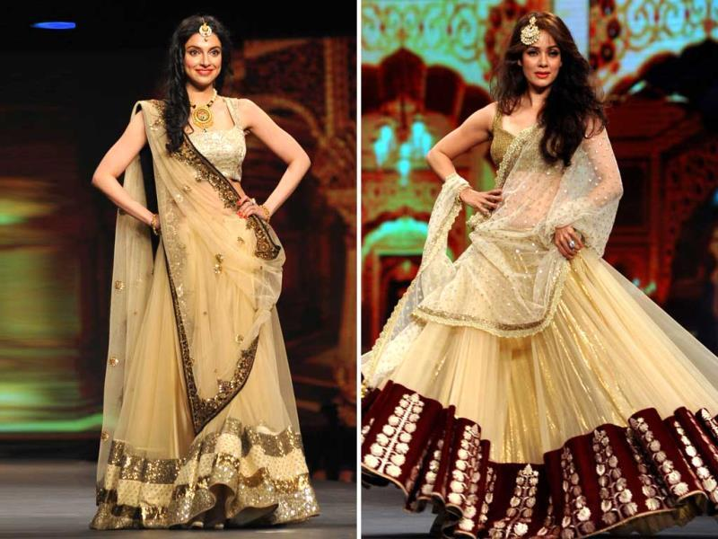 Actor-producer Divya Khosla and Vidya Malvade display a creation by designer Vikram Phadnis during a fashion show fundraiser for cancer in Mumbai. (AFP)