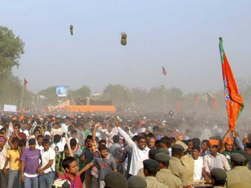 Shoes come out flying in an argument between police and BJP supporters during a rally by party's prime ministerial candidate Narendra Modi in Gaya. (HT Photo)