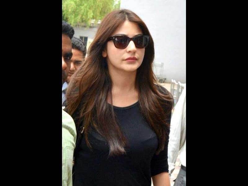 Bollywood actress Anushka Sharma leaves after a film shoot in Khejarla Fort in Jodhpur on Tuesday. (PTI Photo)