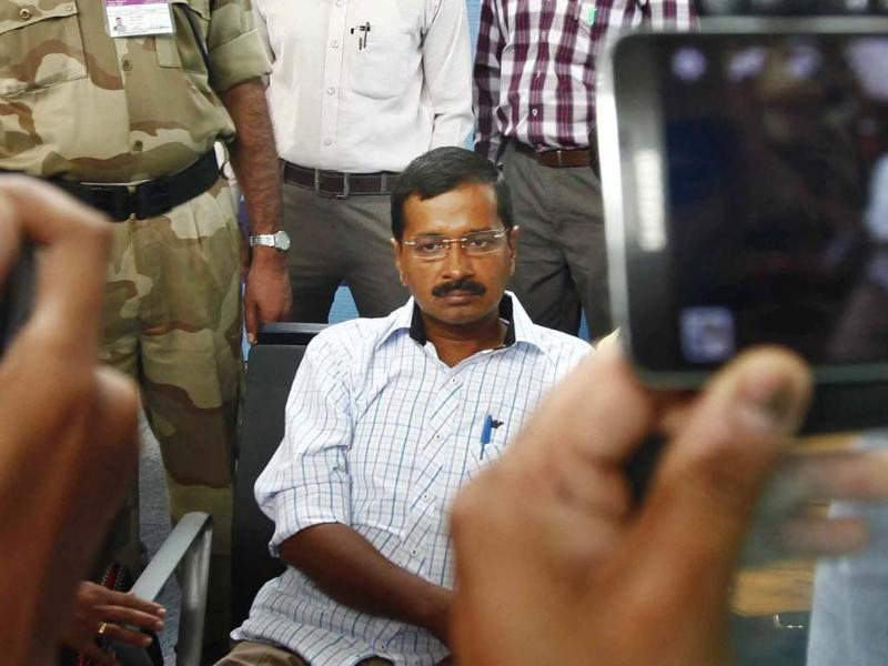 Arvind Kejriwal's face says it all as he awaits his Varanasi departure. (Arun sharma / HT Photo)
