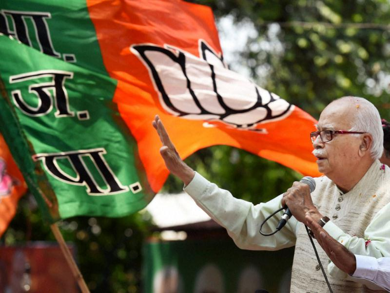 Bharatiya Janata Party senior leader LK Advani addresses party supporters outside the BJP headquarter in New Delhi. (Agencies)