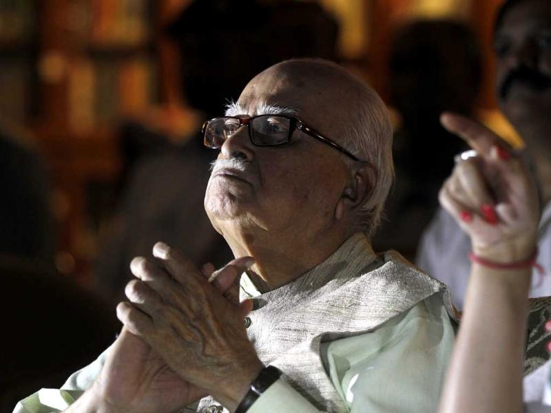 BJP senior leader LK Advani watches live election updates at his residence in New Delhi. (Sanjeev Verma/HT Photo)