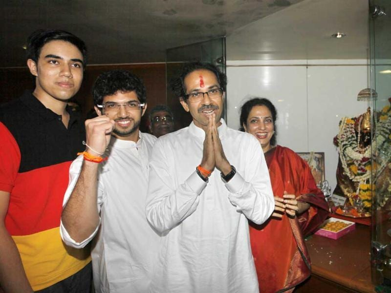Uddhav Thackeray and family at Shiv Sena Bhavan, Dadar, in Mumbai. (Kalpak Pathak/HT Photo)