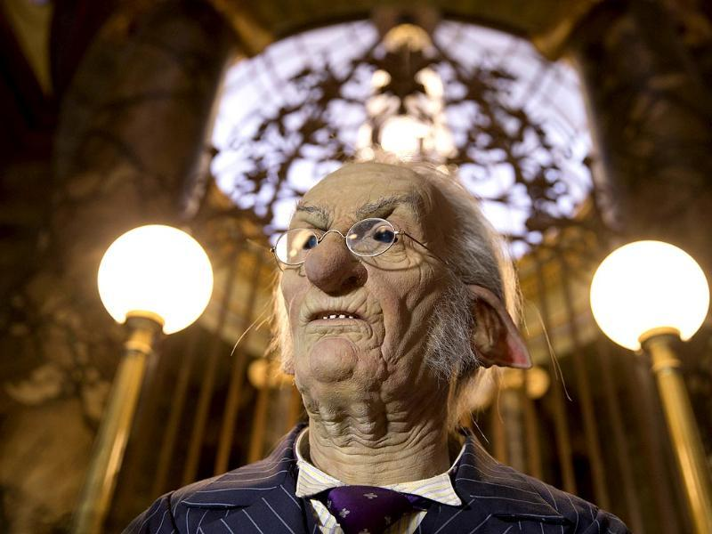 The centerpiece of the new Harry Potter-themed area will take visitors into Gringotts bank to help retrieve a magical object and re-create a scene from the wildly popular book and movie series.