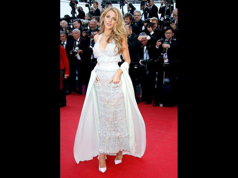 Hollywood starlet Blake Lively attended the Mr. Turner premiere in a Chanel haute couture gown from Spring 2014 with a pair of Sophia Webster pumps. (AFP Photo)
