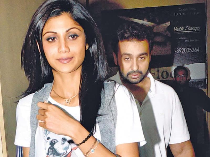 Shilpa Shetty at a movie theatre with her husband. (Photo: Viral Bhayani)