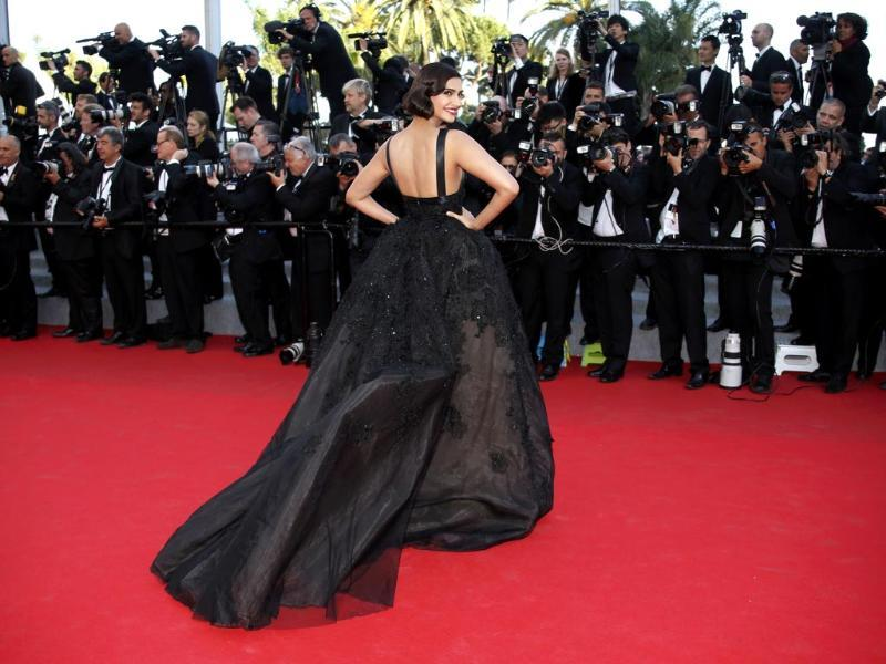 Sonam, who is representing L'Oreal Paris, walked the red carpet for the screening of The Homesman at the 67th Cannes film festival.