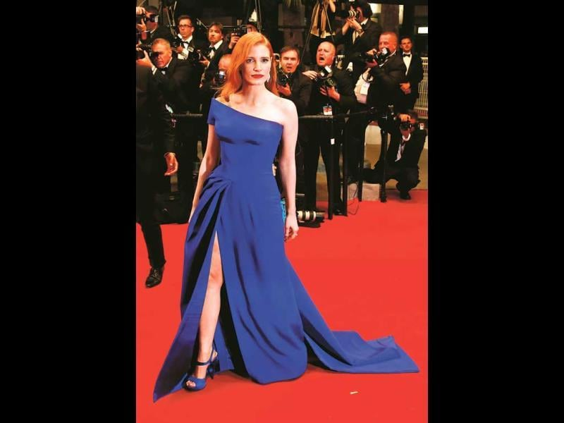 Jessica, who consistently dresses well, wore a divine Atelier Versace gown. We love the flattering cut and how gorgeous the blue looks against her hair. (HT PHOTO)