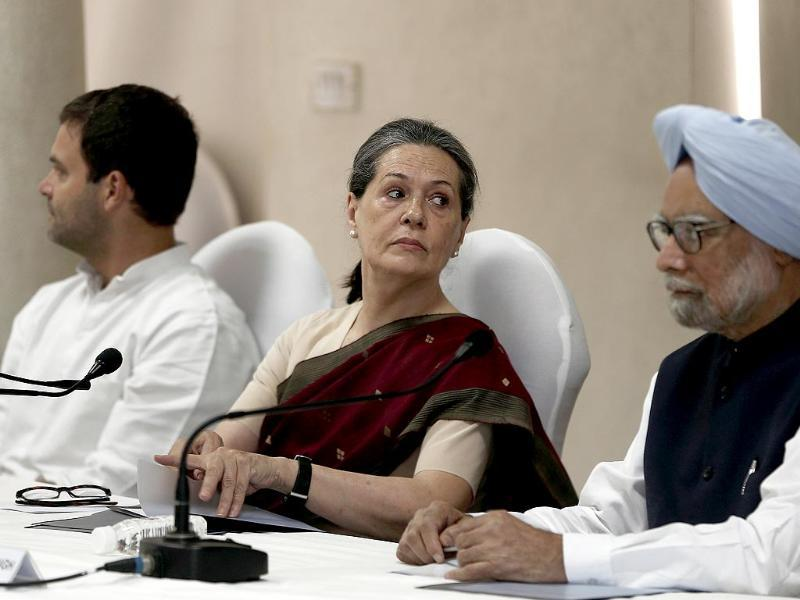 Congress party chief So Gandhinia, vice-president of Congress Rahul Gandhi and outgoing Prime Minister Manmohan Singh attend the Congress Working Committee (CWC) meeting in New Delhi. (Reuters)