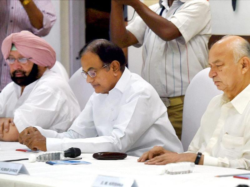 Congress leaders Sushilkumar Shinde, P Chidambaram and Capt Amarinder Singh at the CWC meeting at party headquarters in New Delhi. (PTI photo)
