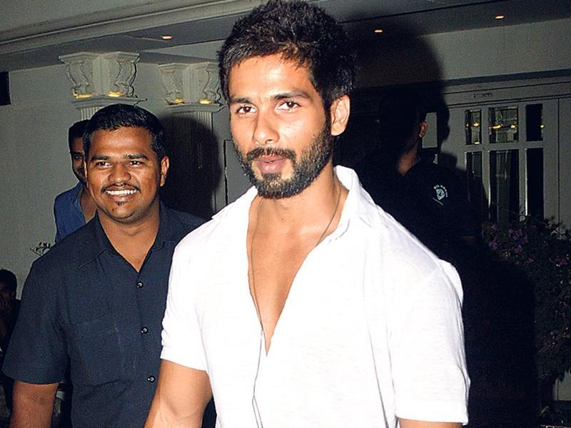 Either Shahid Kapoor has a lot of free time, or he's decided to hit the party circuit with a vegeance. The actor, who used to be seen only at his films' promotions, is now regularly spotted outside nightclubs. This time around, he was seen leaving a Bandra joint. (Photo: Prodip Guha)