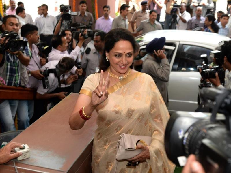 Newly-elected BJP Member of Parliament and Bollywood actress Hema Malini arrives in Parliament in New Delhi. (AFP photo)