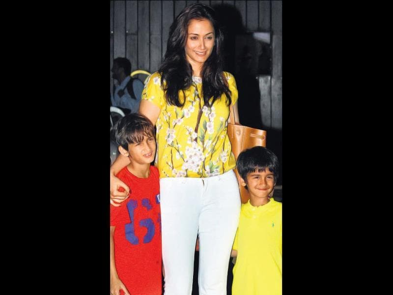Gayatri Oberoi with her sons at the party. (HT PHOTO)