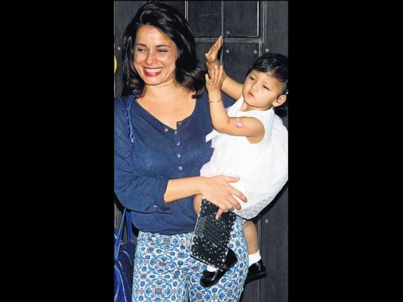Neelam with daughter Ahana were spotted at Shilpa Shetty's son's birthday party. (HT PHOTO)