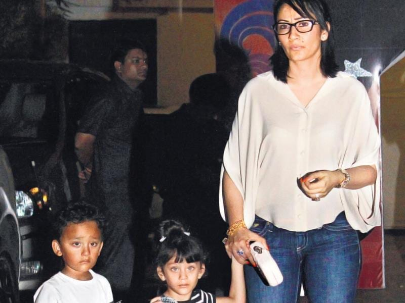 Manyata Dutt with her children Shahraan and Iqra at Viaan Kundra's second birthday bash. (HT PHOTO)